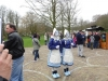 01_girls-in-traditional-dutch-attire